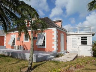 Bright 4 bedroom Harbour Island House with Satellite Or Cable TV - Harbour Island vacation rentals