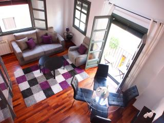 Sleep & Stay Jazz - Carrer Barca 2 bed 2 bath apt - Girona vacation rentals