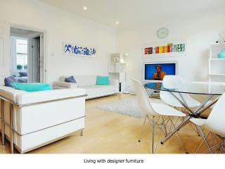 Designer 5* Luxe Apartment Great Area - London vacation rentals