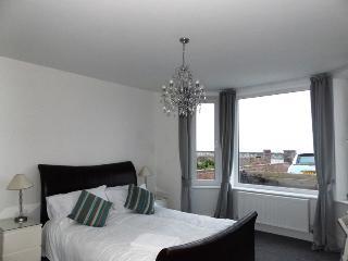 'Morfran', Stunning 3 bed seafront apt, Porthcawl. - Porthcawl vacation rentals