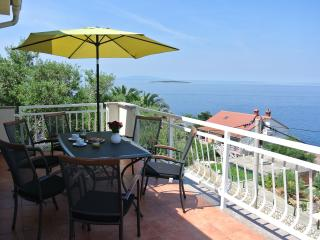 Beautiful Condo with Internet Access and A/C - Lun vacation rentals