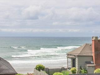 Amazing view, hot tub, WiFi, deck and giant yard! - Lincoln City vacation rentals