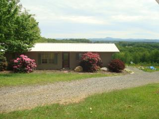 Beautiful 3 bedroom House in Fancy Gap with Deck - Fancy Gap vacation rentals