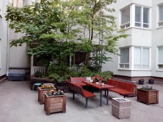 Affordable Studio 5 min by metro 2 Central station - Helsinki vacation rentals