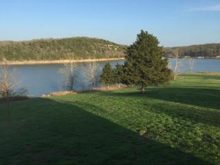 Beautiful lake front home on Table Rock lake - Golden vacation rentals