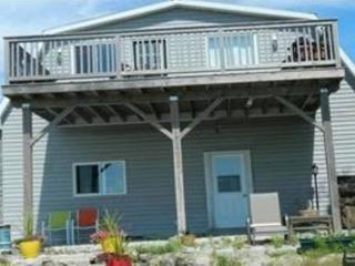 Bright 2 bedroom Lion's Head House with Deck - Lion's Head vacation rentals