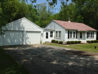Newly Remodeled  Home on large wooded lot - Gurnee vacation rentals