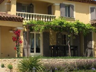 Le Bastidon est un gîte situé - Pierrevert vacation rentals