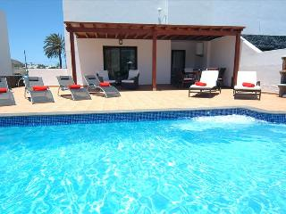 Lovely 4 bedroom Villa in La Geria with Internet Access - La Geria vacation rentals