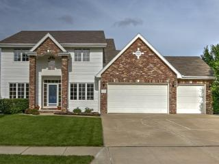**Gorgeous, spacious home for 10+ guests - Papillion vacation rentals