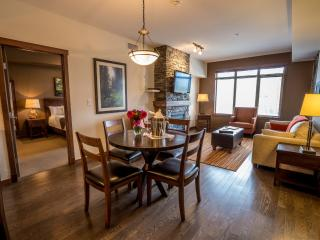 Canmore Stoneridge Mountain Resort Luxury Condo with 2 King Bedrooms - Canmore vacation rentals
