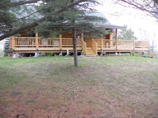 Beautiful Cabin with Deck and Outdoor Dining Area - Charlevoix vacation rentals