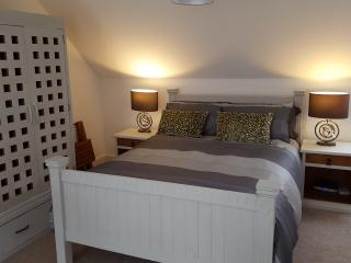 Large Luxury Bedroom with En suite showeroom - Pett vacation rentals