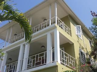 Les Appartements au 386 Avenue John Brown - Port-au-Prince vacation rentals