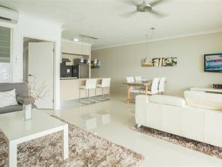 Comfortable Condo with A/C and Linens Provided - Hamilton Island vacation rentals