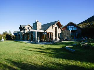Luxury, class and solitude, the ultimate escape - Wanaka vacation rentals
