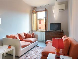 Elegant flat steps from Piazza Maggiore! - Bologna vacation rentals