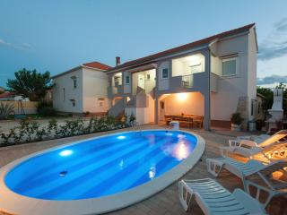 Comfortable 3 bedroom Zadar House with Internet Access - Zadar vacation rentals