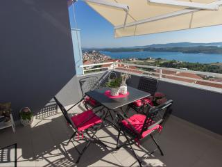 2 bedroom Apartment with Internet Access in Sibenik - Sibenik vacation rentals