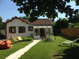 Maison avec jardin proche IGR et Porte de Paris - Villejuif vacation rentals