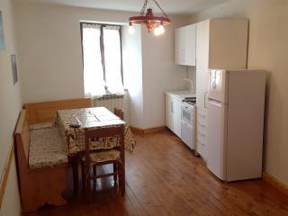 Appartamento a 150m dalla piazza con posto auto - Vezza d'Oglio vacation rentals
