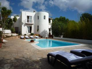 Beautiful 4 bedroom Chalet in Cala Llonga with Internet Access - Cala Llonga vacation rentals