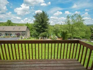 Spectacular 2 bedroom townhome within easy walking distance to Wisp Resort. - McHenry vacation rentals