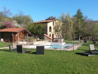 camera matrimoniale in agriturismo con piscina - San Benedetto Val di Sambro vacation rentals