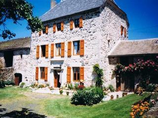 Chambres d'hôtes Cantal Au cadre Verdoyant 15320 - Loubaresse vacation rentals