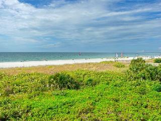 Stylish beachfront condo w/ hot tub, heated pool & panoramic ocean views - Marco Island vacation rentals