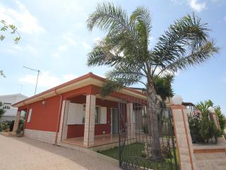 Cozy 3 bedroom Villa in Santa Maria del Focallo with A/C - Santa Maria del Focallo vacation rentals