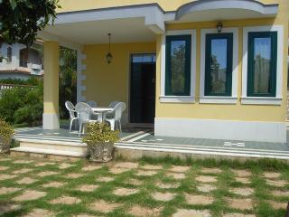 Casa Vacanza Villa Santina a 100 Metri dal Mare - Avola vacation rentals
