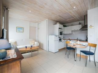 Eglantine, appartement T2****, LE CLOS RHEA - Saint Martin de Re vacation rentals