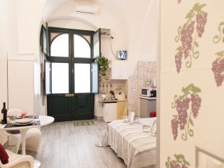 Dammuso di Ponente cozy apartment  free wifi - Syracuse vacation rentals