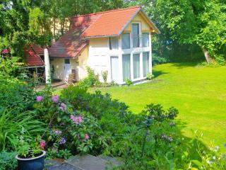 Gästehaus zur Villa mit ÖPNV od. PKW 10 min bis MD - Magdeburg vacation rentals