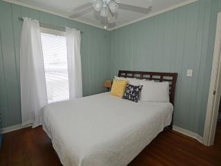 Adorable House with Deck and Microwave - Redington Shores vacation rentals