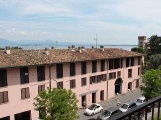 APPARTAMENTO BUENAVISTA - Desenzano Del Garda vacation rentals
