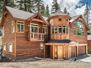 Luxury Retreat at Heavenly Boulder Lodge – Walk to Lifts - Stateline vacation rentals