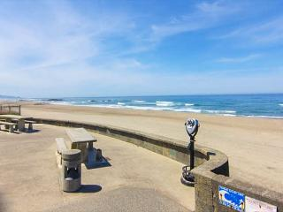 Bright House with Waterfront and Grill - Lincoln City vacation rentals