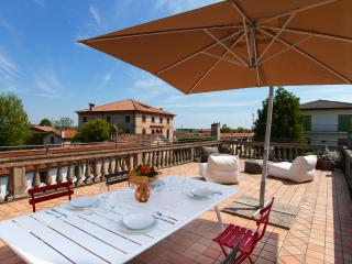Apartment in a house on the canal near Venice - Due Carrare vacation rentals