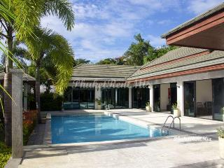 Beautiful 4 bedroom luxury Villa with large garden close to Nai Harn beach - Nai Harn vacation rentals