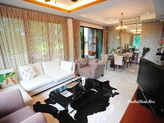 Perfect 3 bedroom family Villa near Bangtao beach and Laguna - Bang Tao vacation rentals