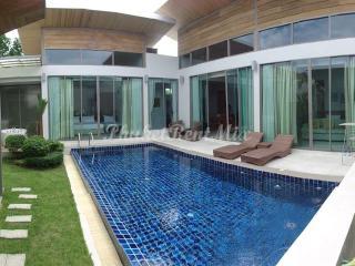 Modern 3 bedroom Villa in a new complex. - Bang Tao vacation rentals