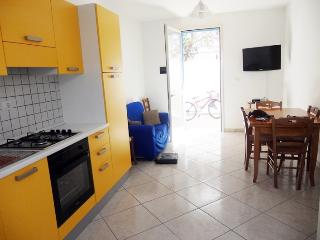 Cottage-Yellow-in-Salento-a-tower-poles-a-600-Mt-the-beach-CVR812 - Salve vacation rentals