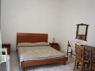 Two-room-for-rent-by-holiday-to-Gallipoli-a-few-km-by-Gallipoli-CV223 - Alezio vacation rentals
