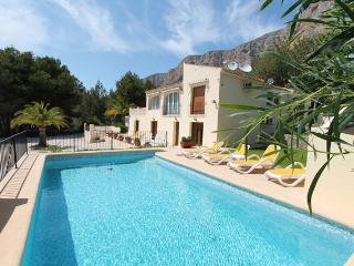 MJ000206 Wonderful 6 bedroom, 5 bathroom villa - Javea vacation rentals