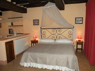 Relax e intimità - Centro storico - con balconcino - Montepulciano vacation rentals