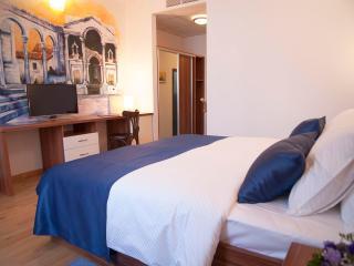 PALMA ROOMS - Family room - Split vacation rentals