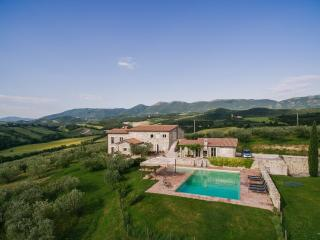 Bright 8 bedroom Castel Ritaldi Villa with Internet Access - Castel Ritaldi vacation rentals