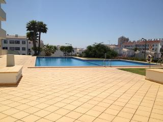 HOLIDAY APARTMENT NEAR THE PUBS & THE BEACH - Albufeira vacation rentals